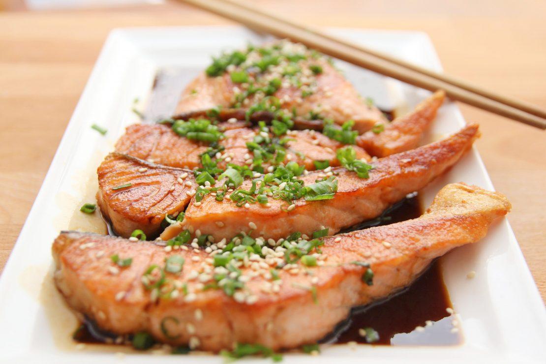 Salmon steaks with herbal seasoning