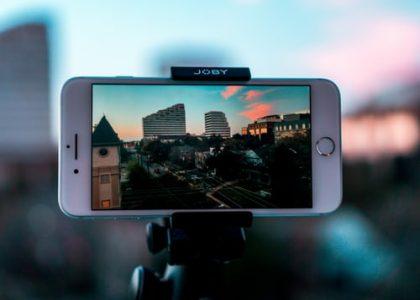 smartphone on selfie stick
