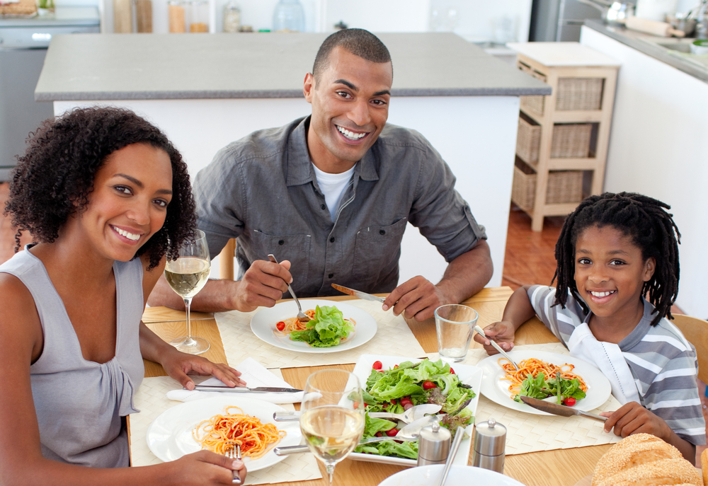 Dropshipping trends: family eating plant based food at home
