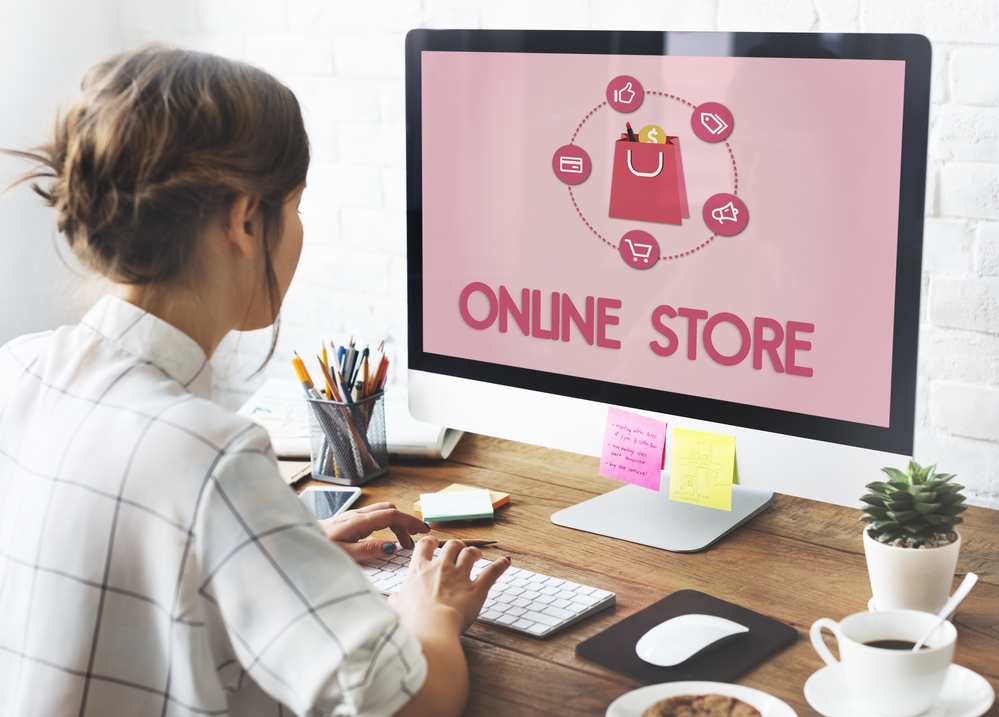 woman building an online store for dropshipping organic products